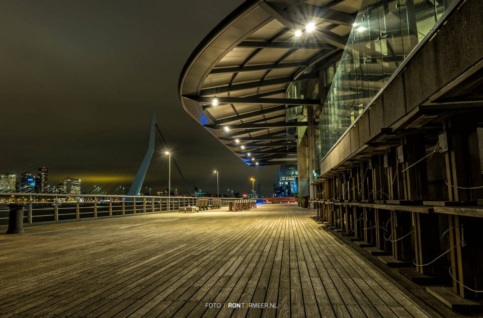 Rotterdam in de avond